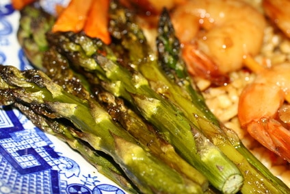 Shrimp and Asparagus in Black Bean Sauce via @mermaidsandmojitos