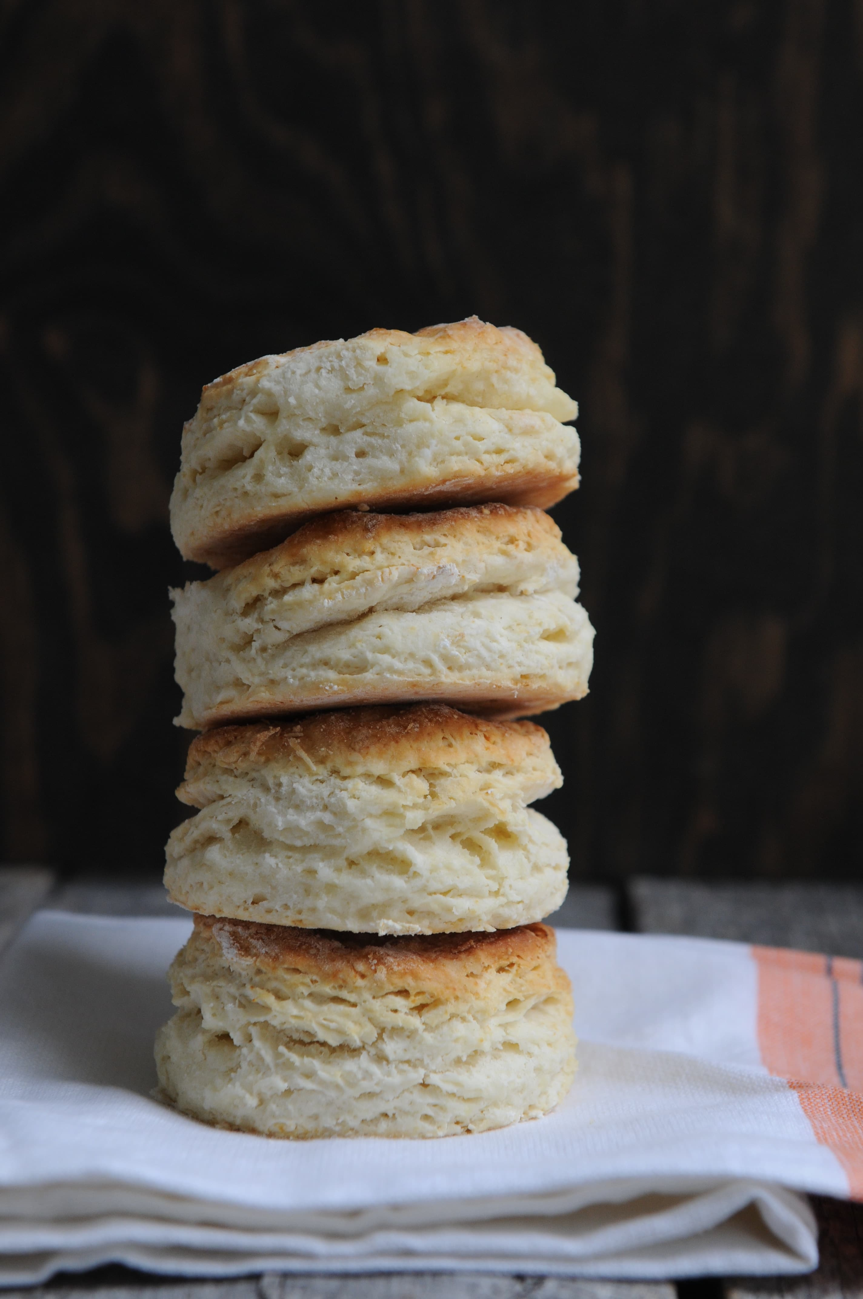 The Secret to the Perfect Buttermilk Biscuits via @mermaidsandmojitos