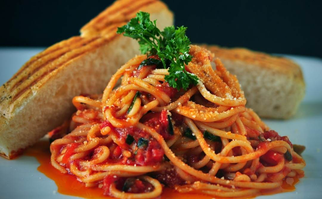 Spaghetti with Marinara and Crabs