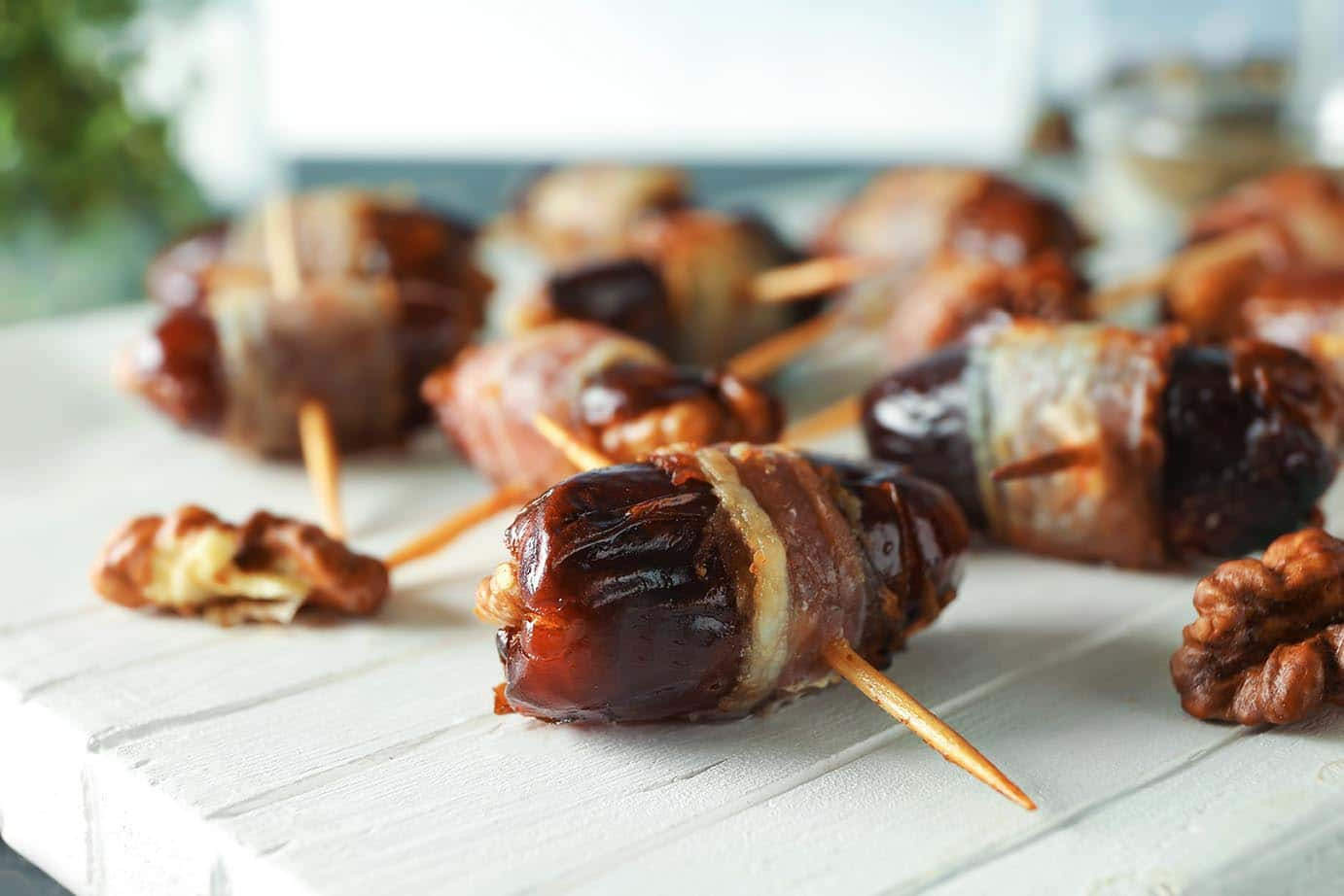 Bacon Wrapped Dates | Easy Tapas via @mermaidsandmojitos