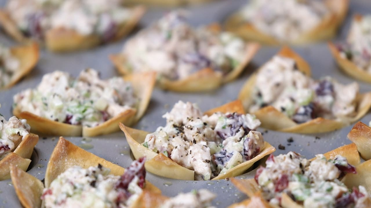 Chicken Salad Wonton Cup Recipe via @mermaidsandmojitos