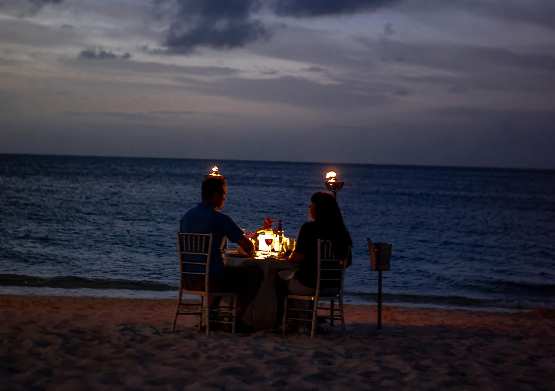 Perfect Romantic Dinner for Two via @mermaidsandmojitos
