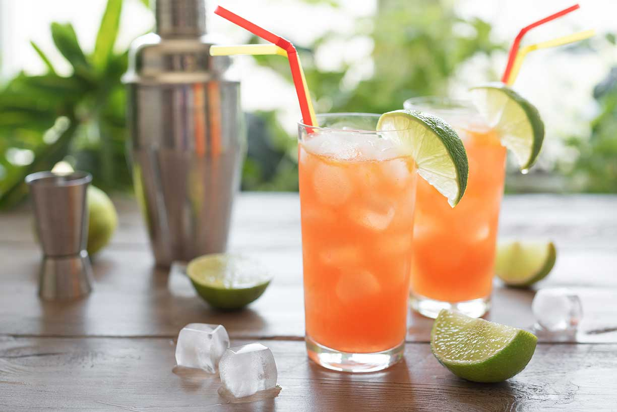 Zombie Cocktail | Classic Tiki Cocktail via @mermaidsandmojitos