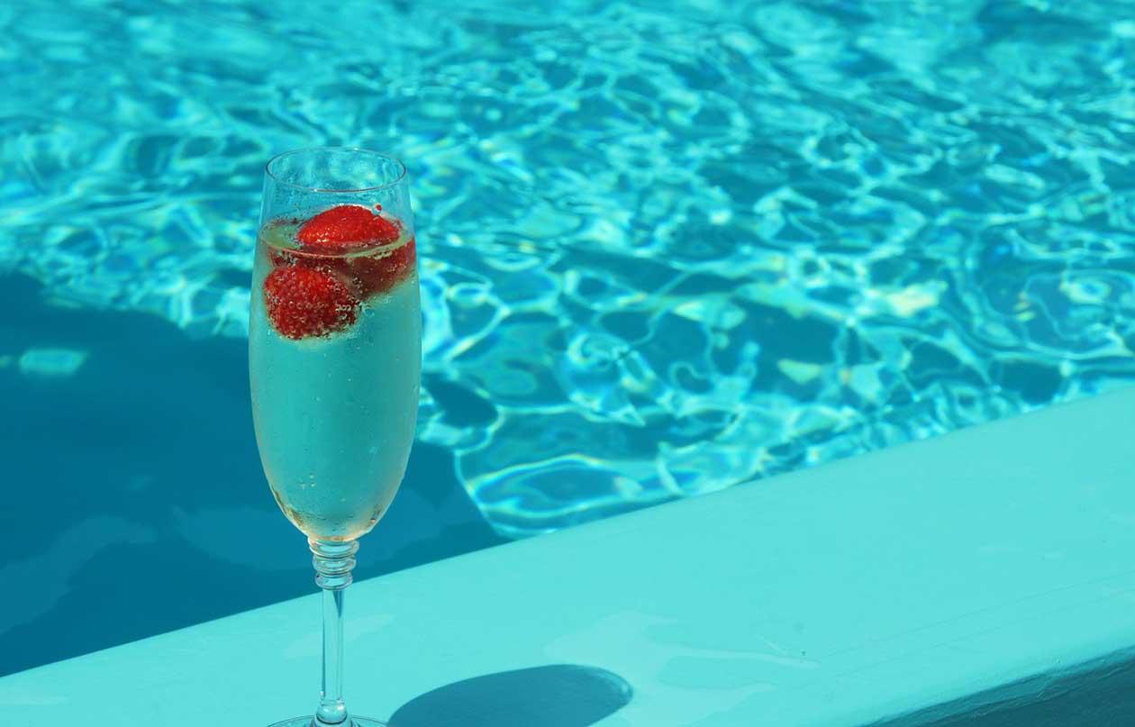 Classic Champagne Cocktail Recipe via @mermaidsandmojitos