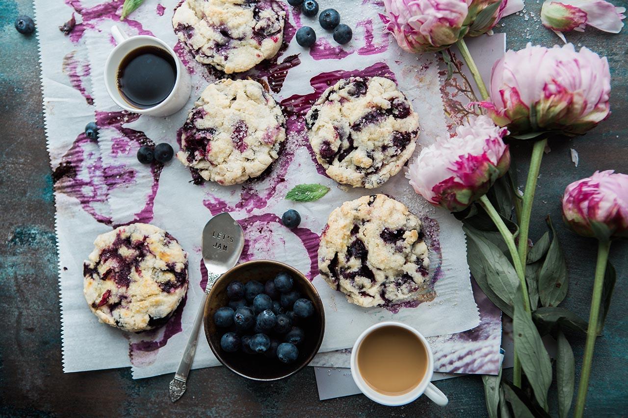 Homemade Blueberry Lemon Scones via @mermaidsandmojitos