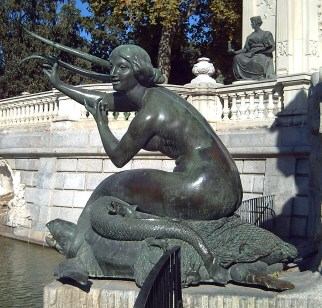 Mermaid at Monumento a Alfonso XII. Photo by Luis Garcia.