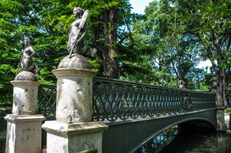 4 mermaid statues on Ponte delle Sirenette