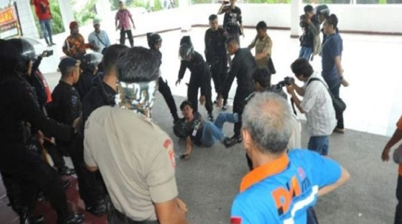 Gagal Amankan Unjuk Rasa, Oknum Brimob Polda Keroyok Wartawan
