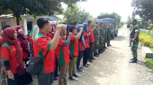 Sukseskan TMMD, Mahasiswa Unhas dan TNI Gotong Royong di Sidrap