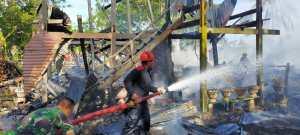 Lagi, Insiden Korsleting Sebabkan Dua Rumah Di Awang-awang Pinrang Hangus Terbakar