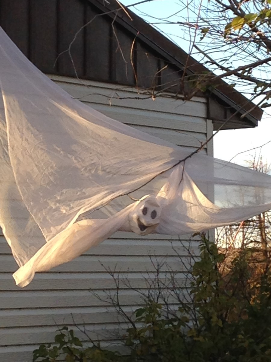 flying Halloween decoration