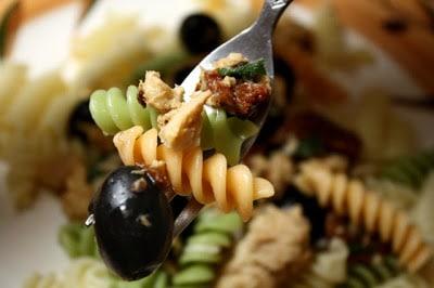 Black Olives, Sundried Tomatoes & Salmon Pasta