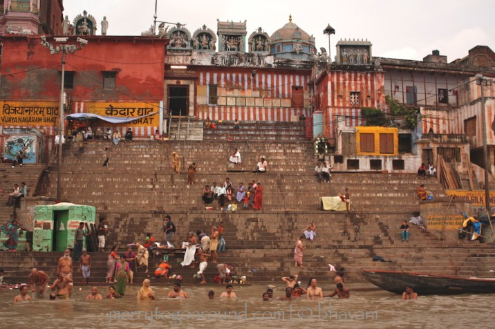 people: bathing, praying, washing, being by the ghats
