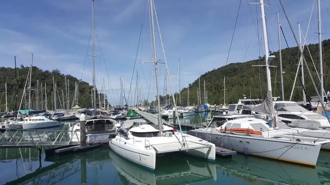 catamarans dans une marina