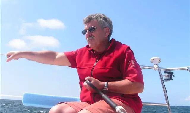 barreur voilier avec un stick