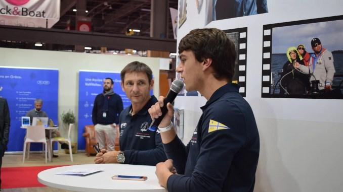 Martin Louchart présente son projet « Des Voiles et Martin » aux côtés de Frédéric Duchemin, lors du Salon nautique de Paris 2018