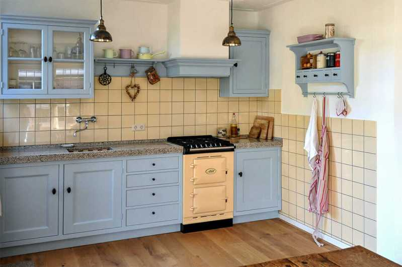 Keukens op maat Santpoort AGA fornuis geel blauw knus