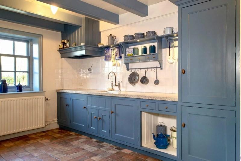 Handgemaakte keuken Hooge Zwaluwe blauw gekaderd terrazzo