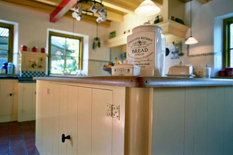 Jaren 30 keuken Stolwijk keukeneiland hoek