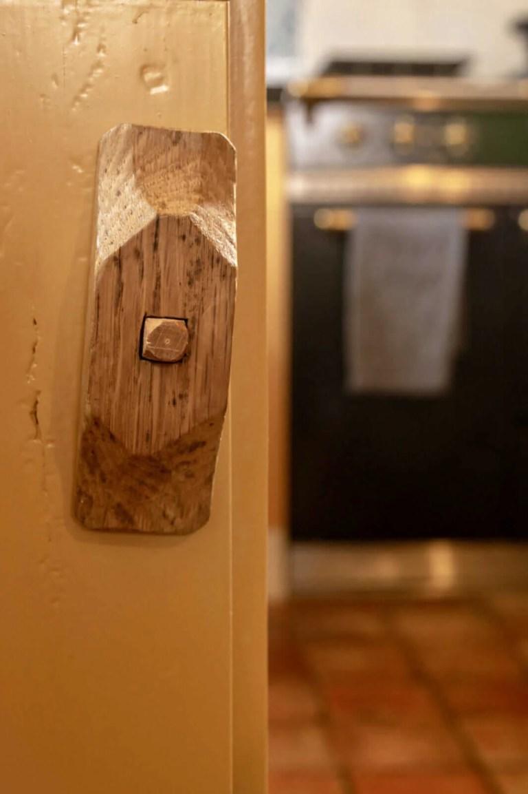 Oudhollandse keuken Hooge Zwaluwe meubelbeslag detail