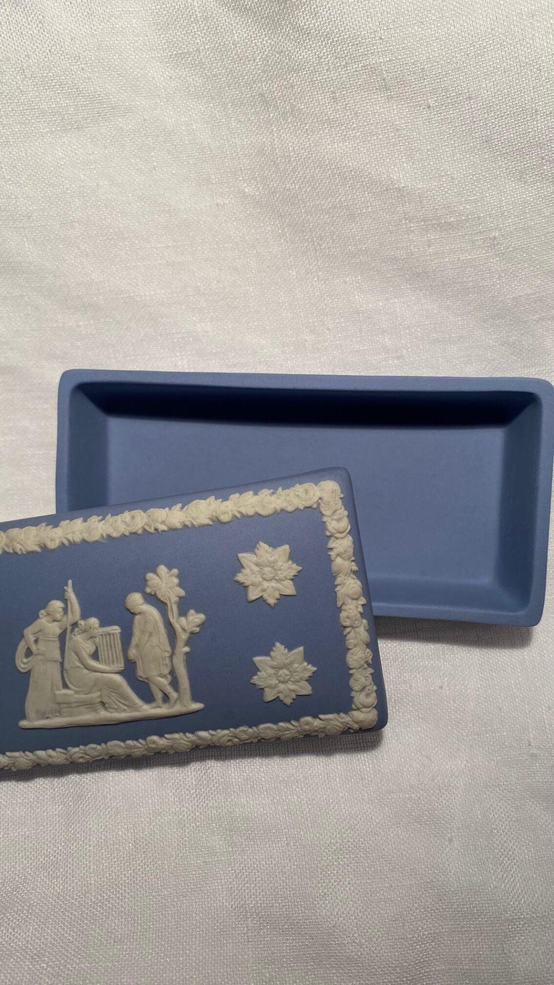 Boite bleue Wedgwood antiquité merveilles de marie