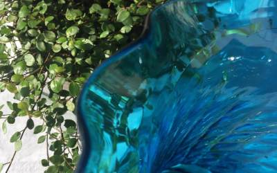 Vase corolle verre bleu