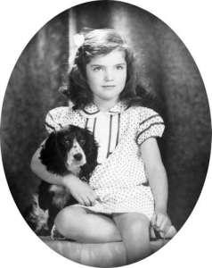 Jacqueline-Bouvier-1935_Bibliothèque-présidentielle-David-Berne-_-John-F.-Kennedy.jpg