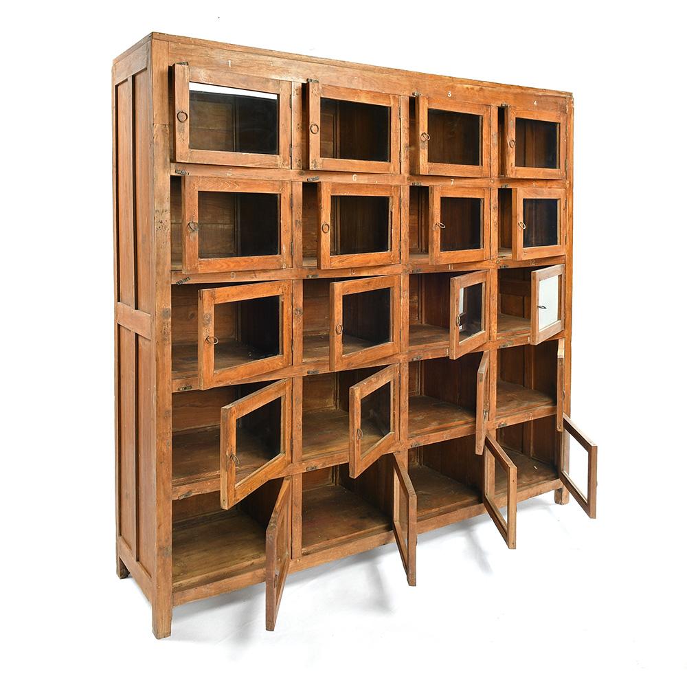 meuble vitre en bois a 20 casiers mes decouvertes julien cohen