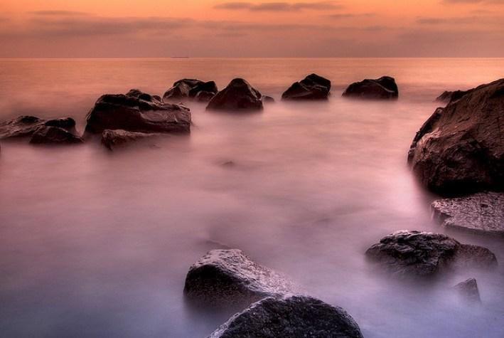 pierres sur nuage zen etirement : source Riccardo Cuppini https---www.flickr.com-photos-cuppini-2775740314