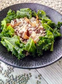 du riz, des lentilles, du kale, des noix, des champignons et 15 minutes de préparation pour une délicieuse poelée express vegetarienne