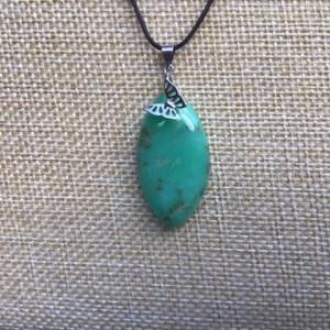 Pendentif forme marquise en pierre naturelle