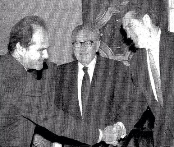 Chaves, presidente de la Junta de Andalucía con Kissinger, en 1993 (fuente ABC).