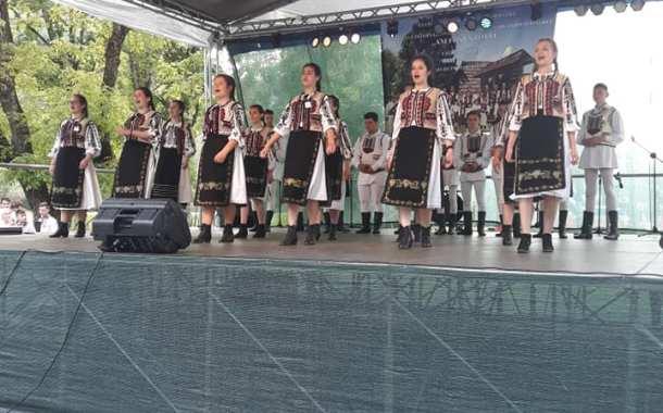 """Ansamblul de dansuri """"Mlădițe românești"""", premiat la festivalul """"Am fost ș-om fi"""""""