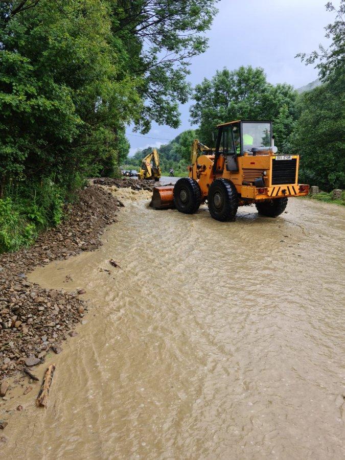 ISU Covasna: Pompierii au intervenit în sprijinul populației din Sita Buzăului a căror gospodării au fost afectate de inundații
