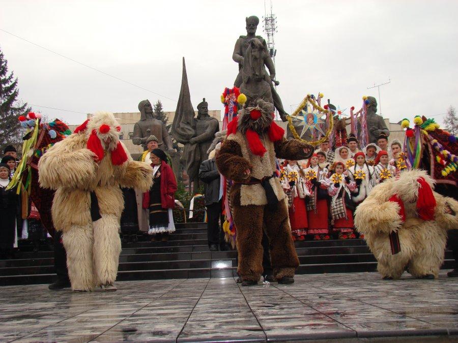 LERU-I LER: Festivalul de colinde și obiceiuri de iarnă CRĂCIUNUL LA ROMÂNI, ediția a XXX-a, cu colinde online și dulciuri pentru copii