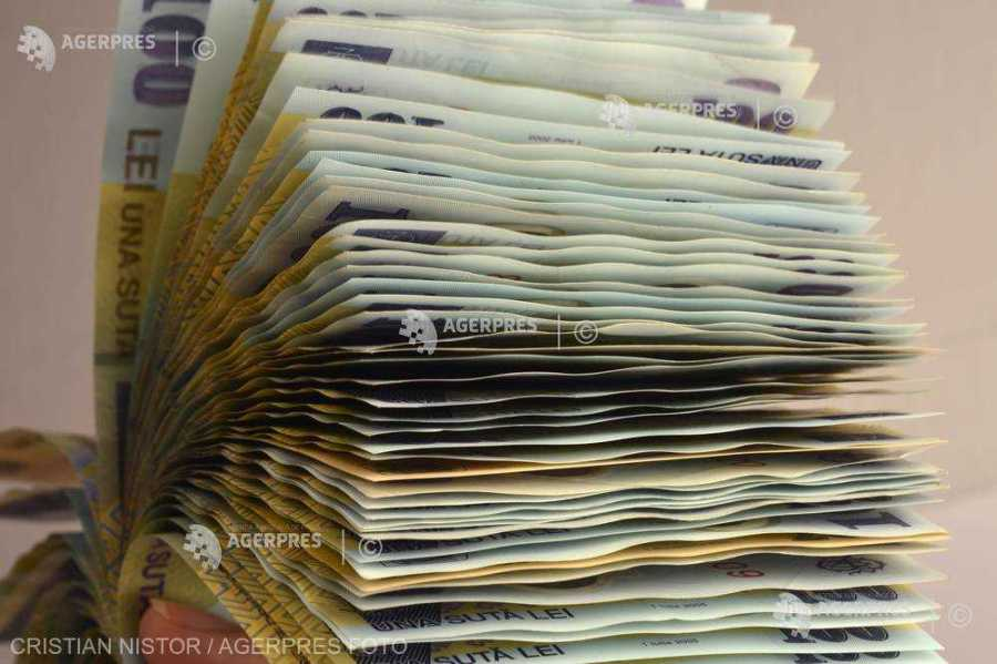 Ministerul Muncii: Guvernul a majorat salariul minim brut la 2.300 de lei pe lună