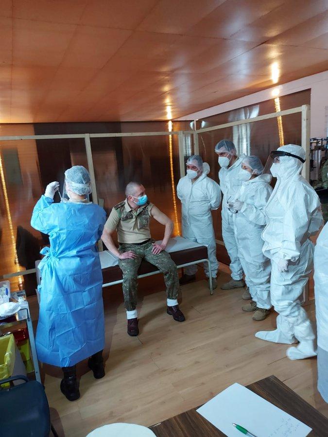 """60 de militari s-au vaccinat, ieri, la centrul organizat la Batalionul 22 Vânători de Munte """"Cireşoaia"""