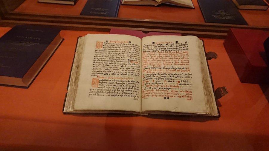 Expoziție de carte veche și rară bisericească restaurată la Muzeului Spiritualităţii Româneşti de la Catedrala Ortodoxă Sfântu Gheorghe