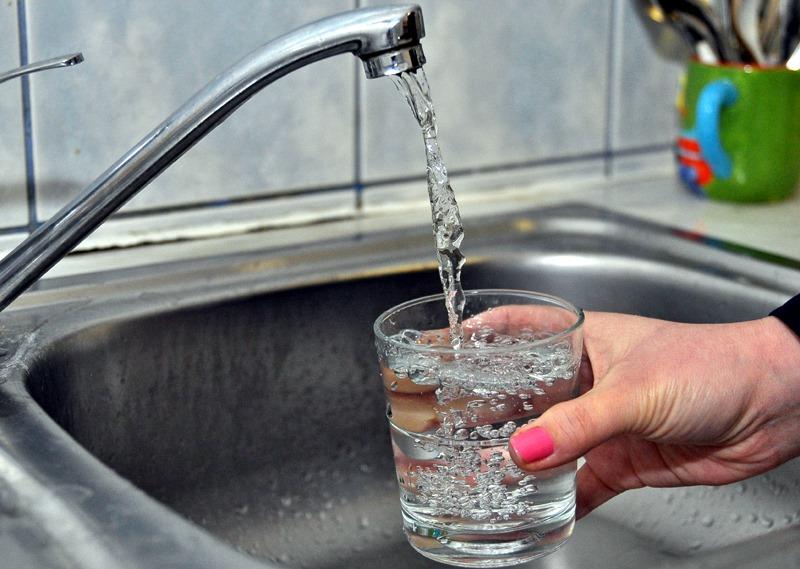 Tarifele pentru apă și canalizare se majorează cu 46, respectiv 30 de bani