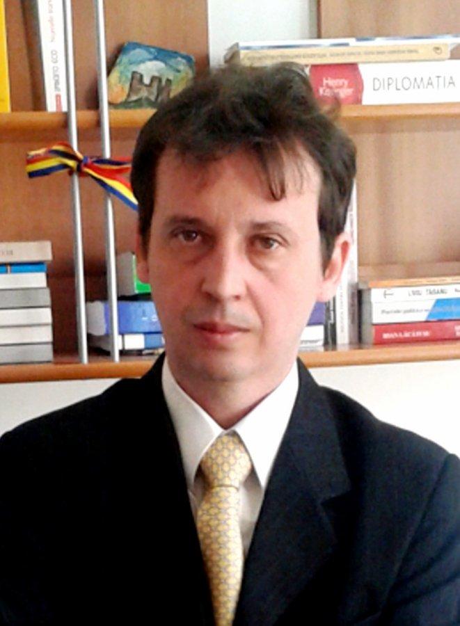 Profesorul, istoricul şi demnitarul dr. Costel Cristian Lazăr, la 50 de ani