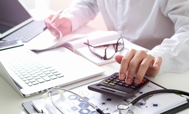 Noul contract-cadru, aprobat de Guvern: Contribuţia personală pentru spitalele private şi număr sporit de consultaţii la domiciliu