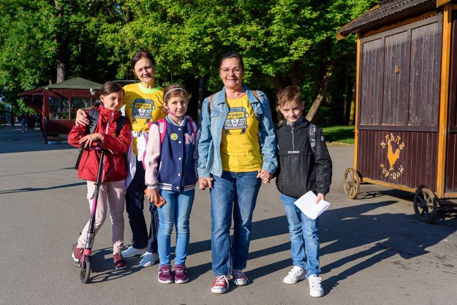"""Voluntar în Programul """"Pedibus"""", sau cum să ai parte de o săptămână cu dimineți senine, alături de copii români și maghiari"""