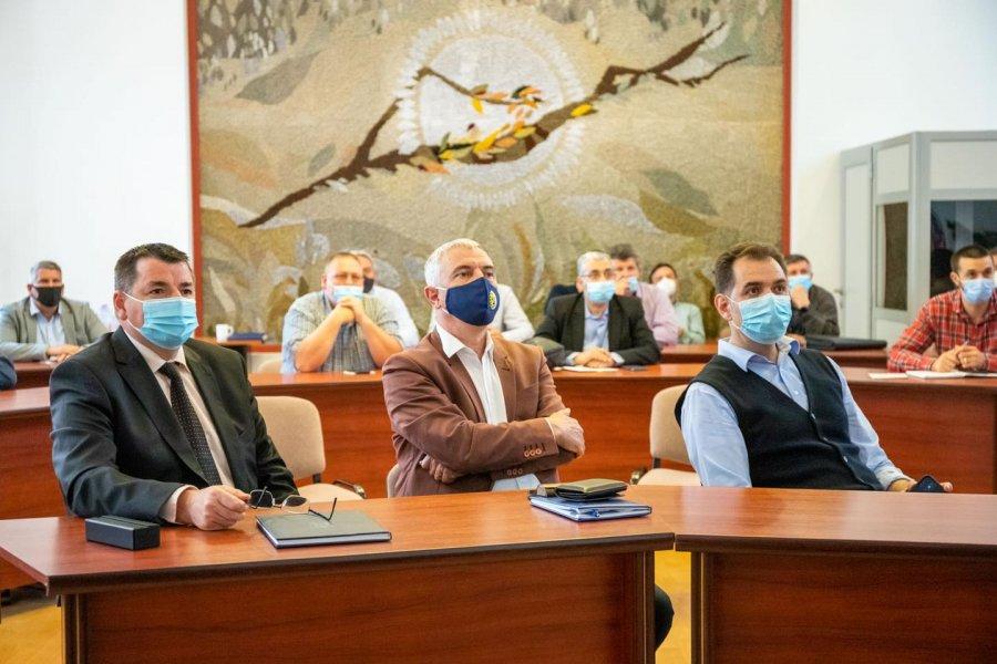 Prefectul afirmă că a intervenit pentru modificarea traseului viitoarei autostrăzi Braşov-Bacău în zona Ozun