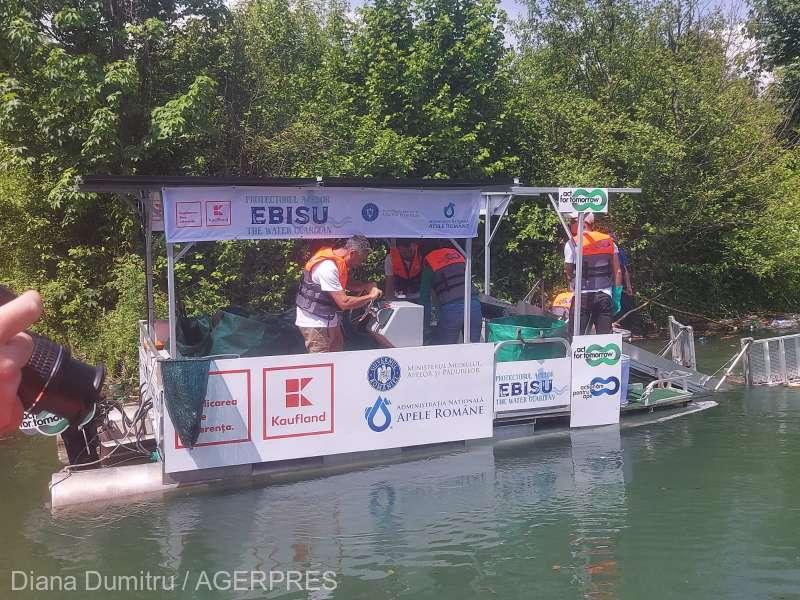 Prima ambarcaţiune 100% ecologică din Europa folosită pentru colectarea deşeurilor - lansată de Ziua Mediului