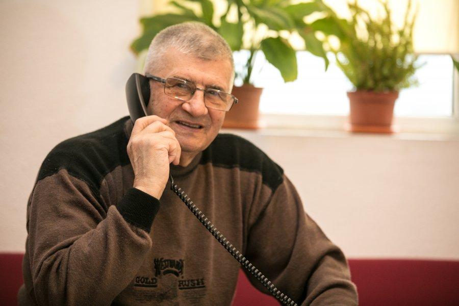 Peste 7500 de convorbiri telefonice și aproape 1500 de apelanți unici  la serviciul social Telefonul Vârstnicului în primele șase luni ale anului 2021