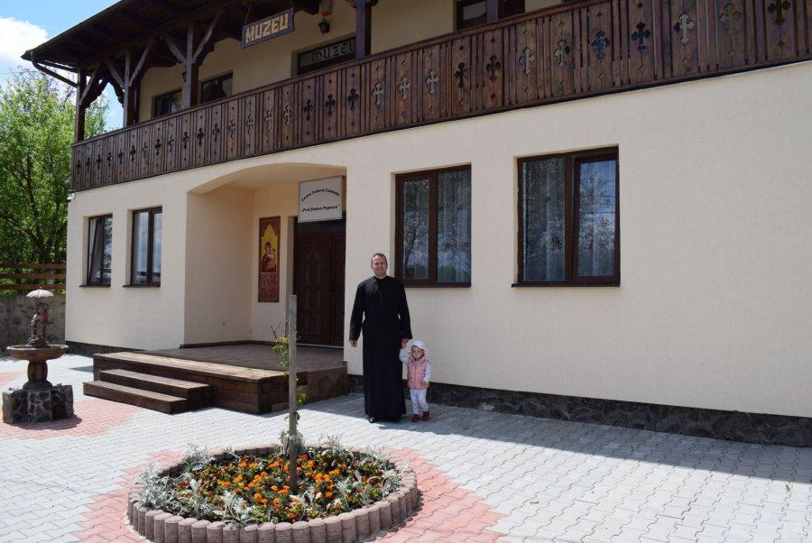 OAMENI ŞI PASIUNI/Mureş: Dacian Oprea - preotul care a reuşit să trezească la viaţă o comunitate şi a readus speranţa la sat