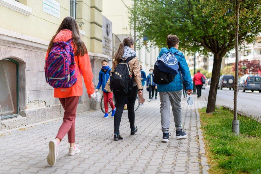 Primarul din Sfântu Gheorghe face apel la părinţi să nu mai dea bani unităţilor de învăţământ