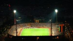 Imagine de ansamblu a stadionului Ceahlaul in nocturna