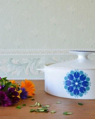 Soupière en porcelaine de la marque Thomas, décor géométrique bleu année 1970
