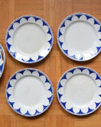 Lot d'un plat à tarte et de 6 assiettes à dessert à motif ionique bleu numéroté 377 manufacture Digoin et Sarreguemines